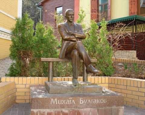 Установка памятника Михаилу Булгакову